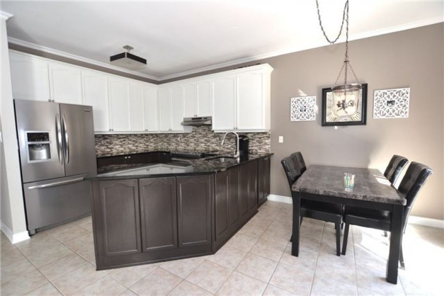 3 Bedroom Detach Home for Sale in Dempsey, Milton