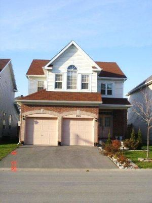 4 Bedrooms Single House For Rent In Ottawa, ON. Barrhaven, Canada.