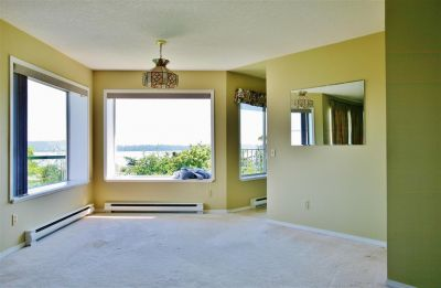 Level Entry Townhome w/ Panoramic Views!