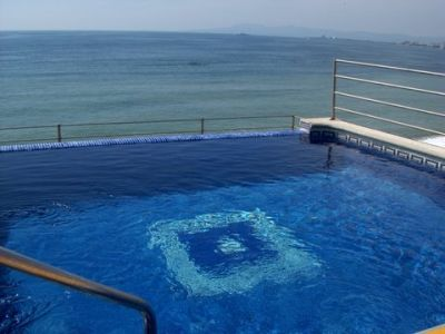 Beachfront One Bedroom Fully Equipped Condo Rooftop Pool Jacuzzi