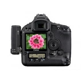 Canon EOS 1Ds Mark III Digital SLR Camera with lens