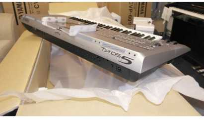 Sell New Yamaha Tyros 5 76 Key Arranger Workstation Keyboard with stand speakers