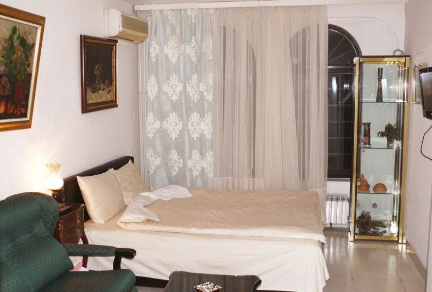 Cheap hotel accommodation rooms in over-night hostel ARS placed in Skopje, Macedonia