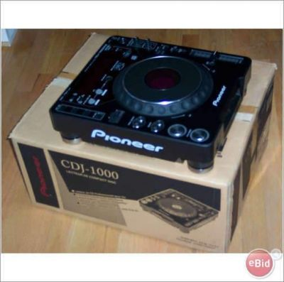 DJ SET 2x PIONEER CDJ-2000 & 1x PIONEER DJM-2000 MIXER + HDJ 2000 HEADPHONE at 2500 Euro