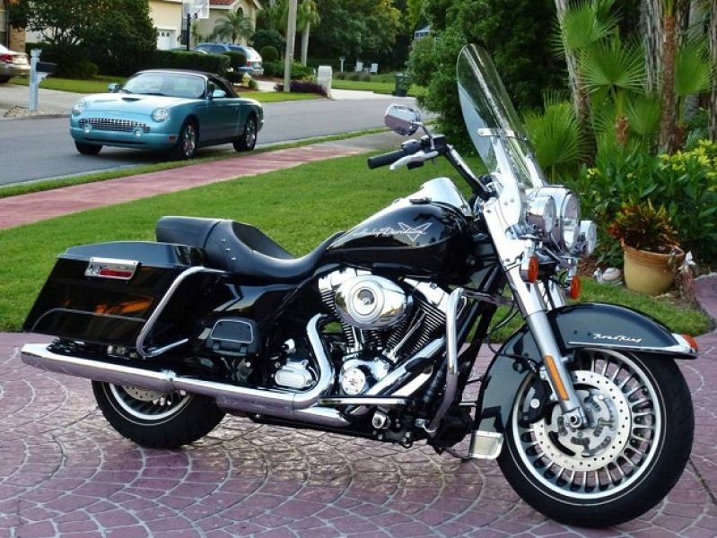 2013 Harley Davidson Touring FLHR Road King Top Of The Line!