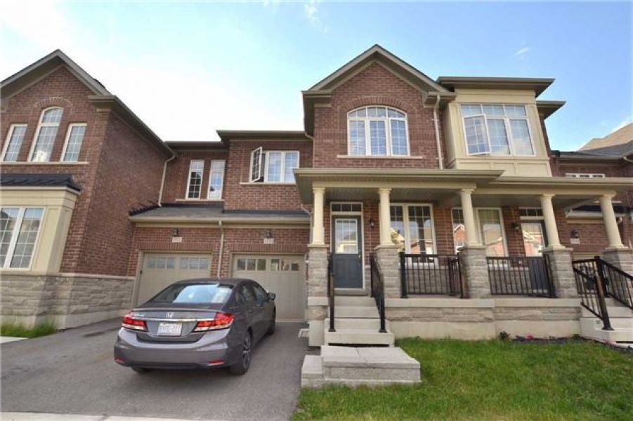 3 Bedroom Freehold Town House for Sale in Clarke, Milton