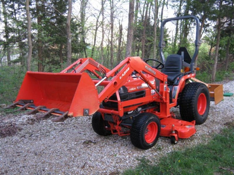 2004 Kubota B7610 Loader, Mower & Box Blade