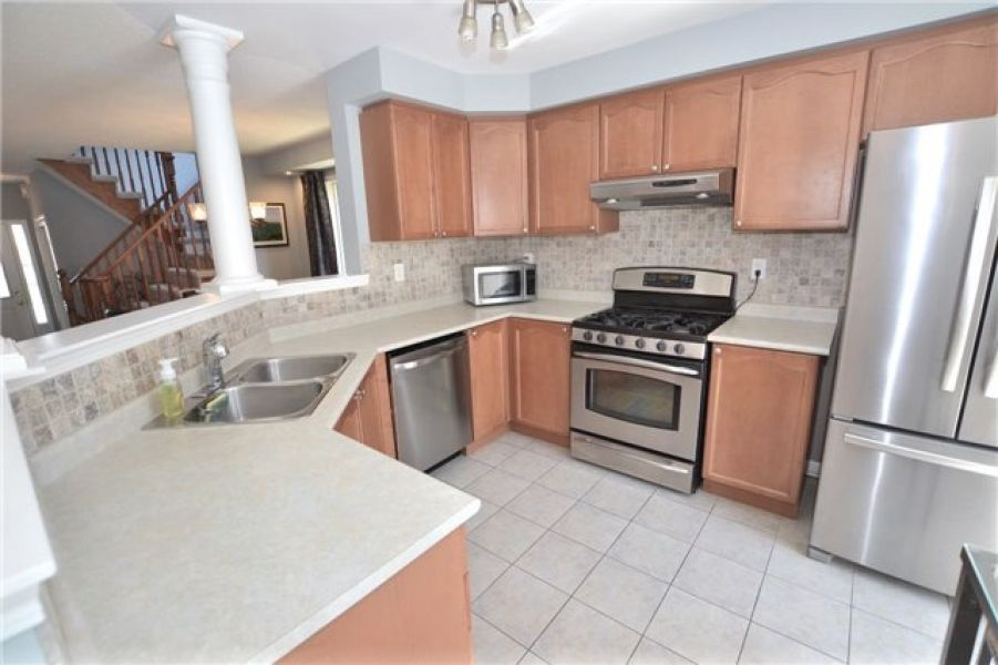 3 Bedroom Townhouse For Sale in Beaty, Milton