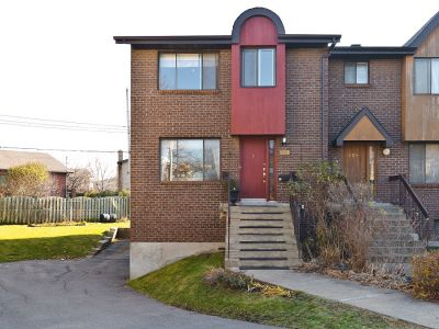 Fabulous townhouse for sale in prime location in Saint-Laurent!