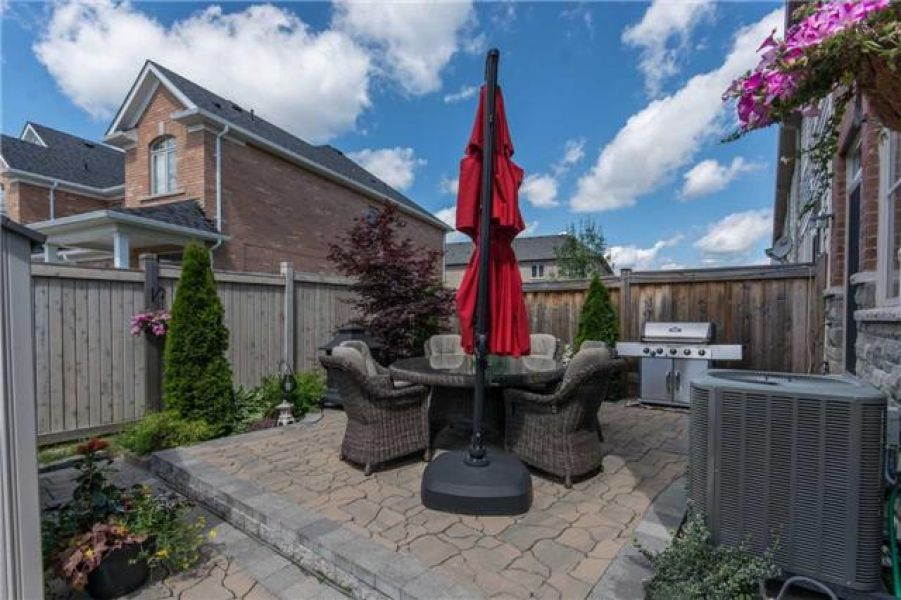 3 Bedroom Freehold End Unit Town House for Sale in Scott, Milton