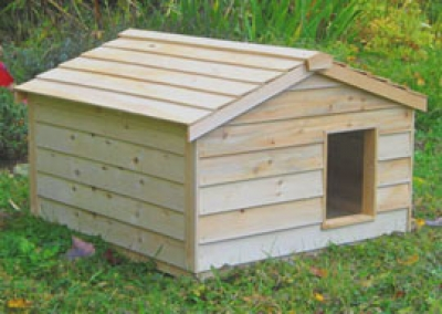 Cedar Large Outdoor Pet House from CozyCatfurniture.com - Free Shipping