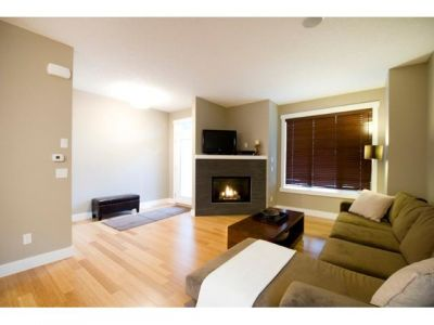 Parkdale Condo for Sale: 1 521 34 ST NW