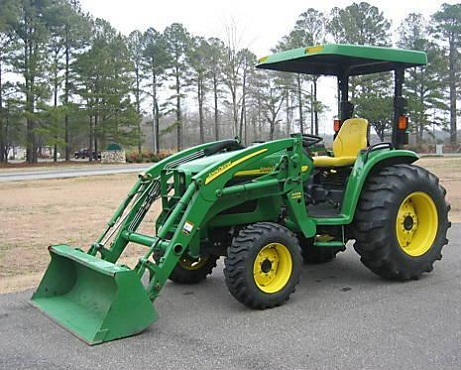 2004 John Deere 4710 4WD Full Attachments